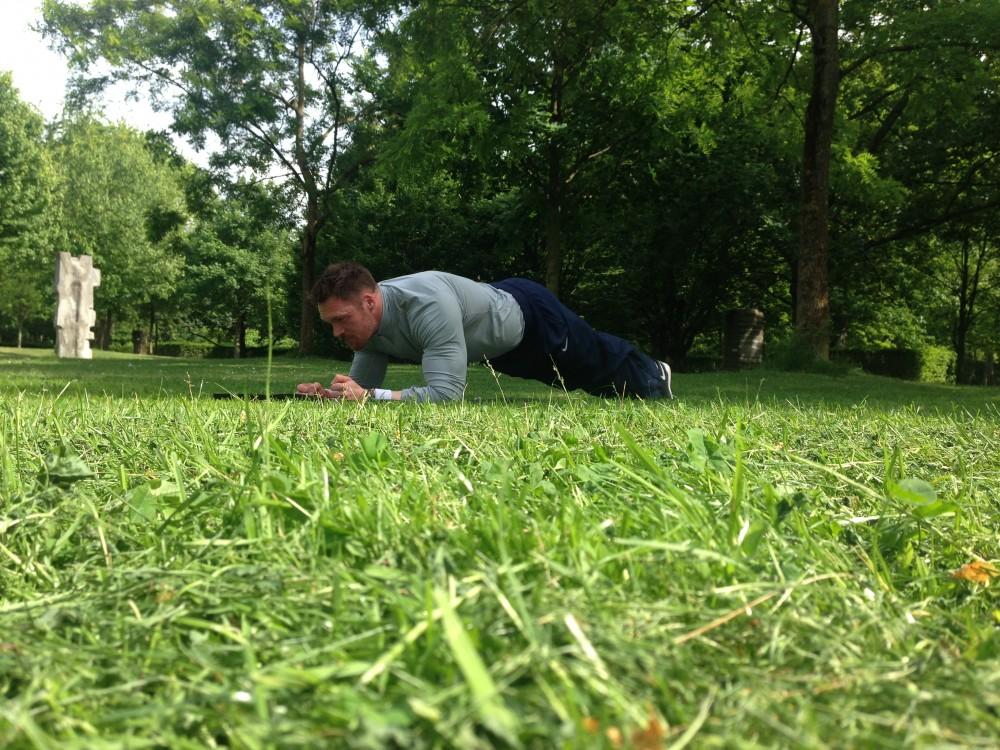 Outdoor-Training (1): Unterarmstütz