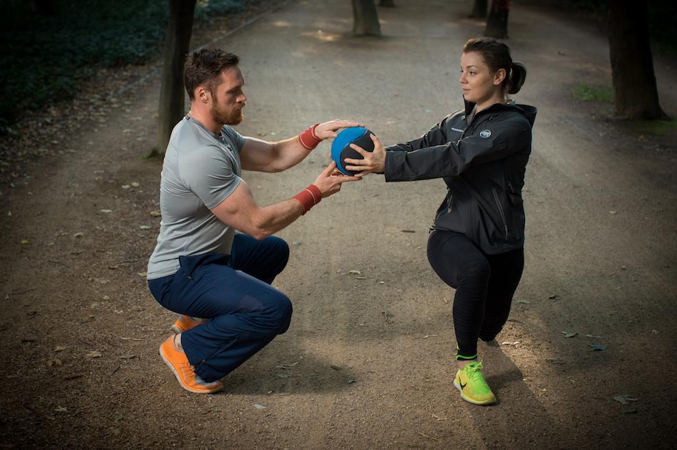 Fünf effektive Übungen mit dem Medizinball